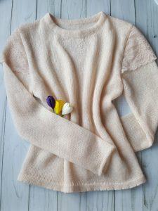 свитер с кружевом
